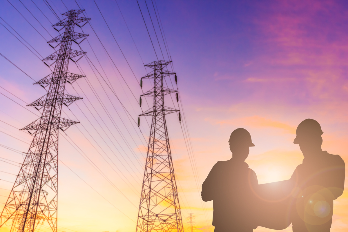 Silhouette,Of,Engineer,And,Foreman,Checking,At,High,Voltage,Tower